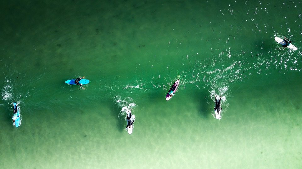 sharks bite 2 surfers within minutes at New Smyrna Beach in Florida